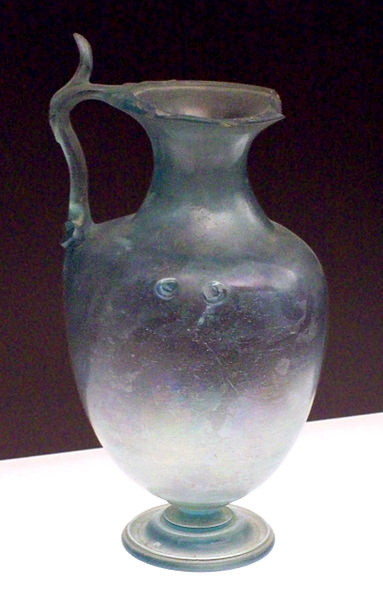 383px-Roman_glass_hydria_from_Baelo_Claudia_M.A.N._1926-15-287_01