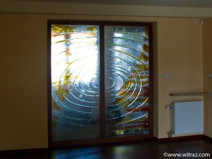 Pastel colors art glass wall between the hall and the living-room