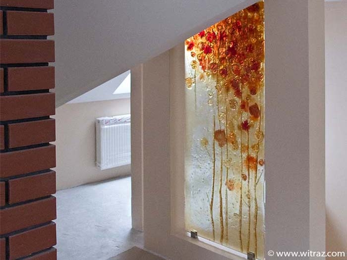Art walls with the red andamber coloured leafs decoration
