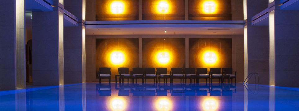 Szkło artystyczne na basenie hotelu Sofitel w Warszawie