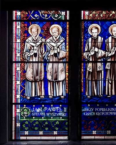 John Paul II, Cardinal Stefan Wyszynski, Jerzy Popieluszko, Ignacy Klopotowski - stained glass windows in Pila church